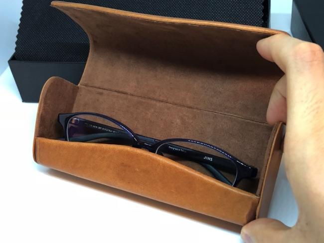 GLENCHECK-メガネケースにメガネを入れてみた