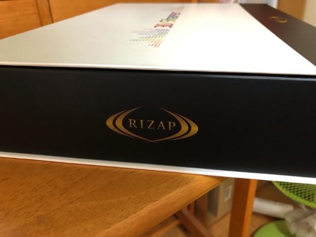 3D Shaperの箱の横のRIZAPマーク