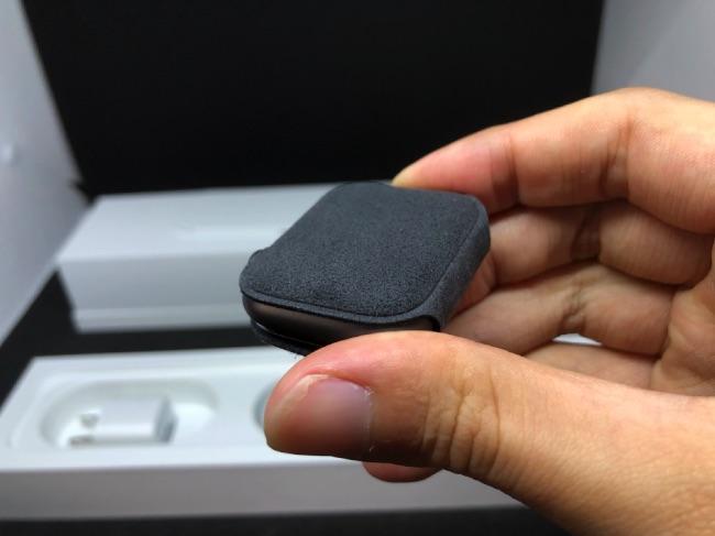 Apple Watch Series4の本体はカバーに覆われていた