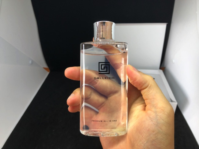 ガレイドオールインワン化粧水を手に持ってみた