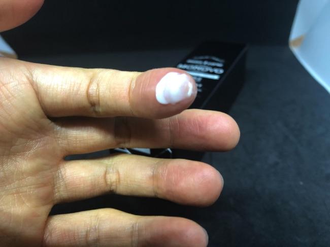 MONOVO ヘアリムーバークリームの容器のキャップを取ってみたMONOVO ヘアリムーバークリームの中身を取ってみた