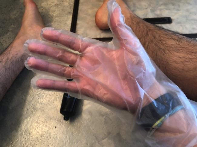 MONOVO除毛クリームを塗る時は手袋をする