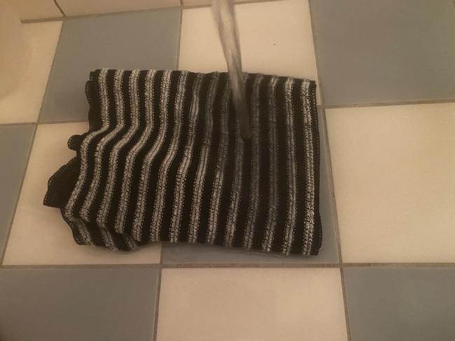 Rapterボディソープについてきたタオルを水で濡らす