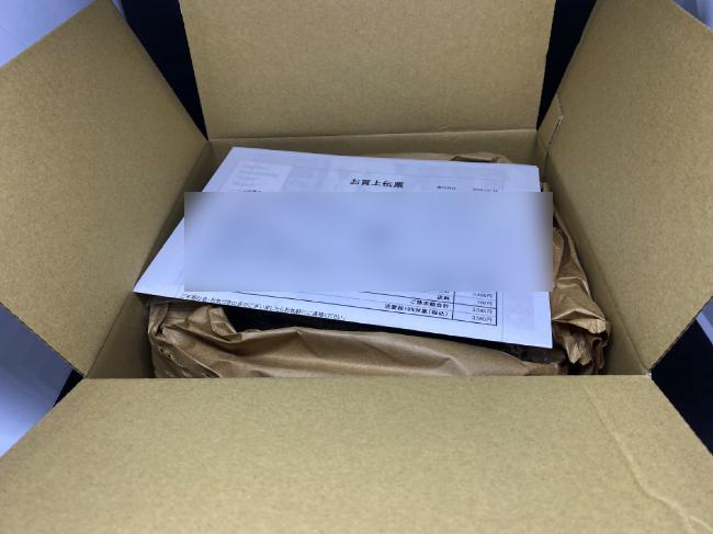 Rapterボディソープの配送箱を開封