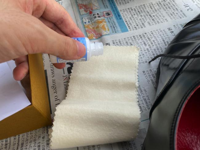 ステインリムーバーを布に塗布